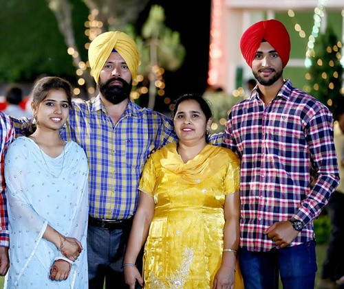 Harpreet Brar with his parents and sister