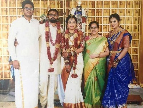 Ramya Pandian With Her Family