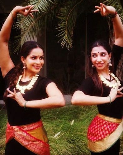 Samyuktha Karthik Dancing With Her Friend