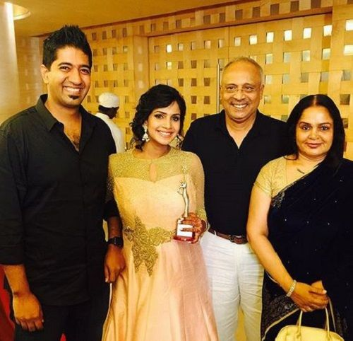 Samyuktha Karthik With Her Parents and Husband