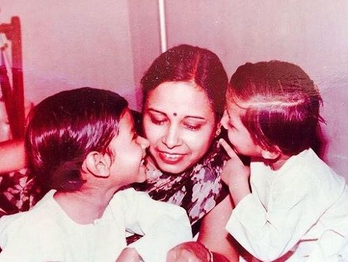 A Childhood Picture of Yash Sinha with his Mother and Brother