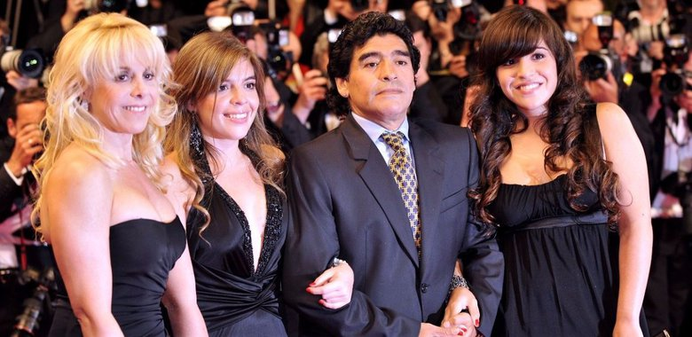 Diego Maradona with his former wife Claudia Villafane (leftmost) and his two daughters, Dalma and Giannina Maradona