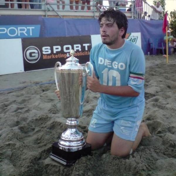 Diego Sinagra with a trophy