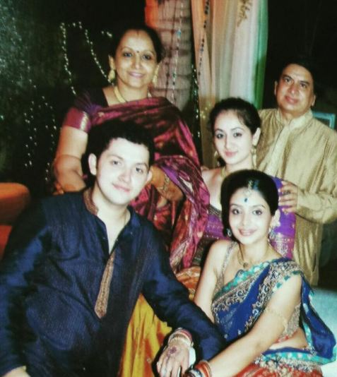 Ruchikaa kapoor with her family
