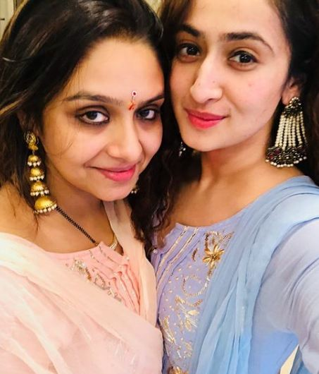Ruchikaa Kapoor with her sister