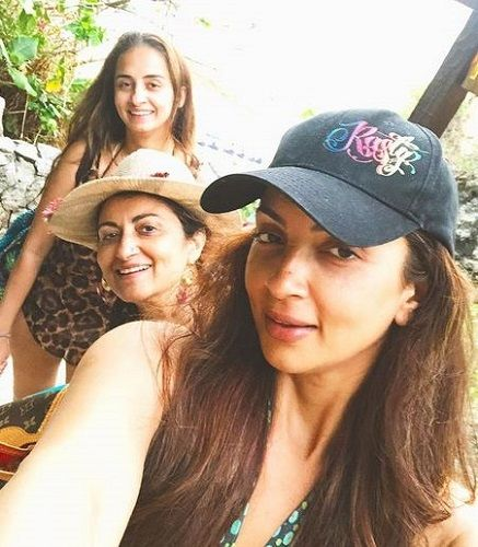 Seema Khan with her Mother and Sister