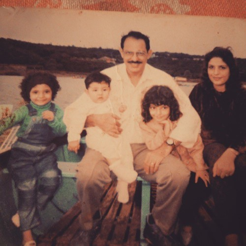 Shernavaz Jijina's family picture with her mom (right), father, (middle), and her two sisters (middle and right)