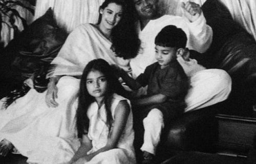 An Old Picture of Mana Shetty with her Family