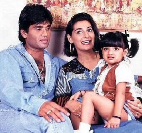An Old Picture of Mana Shetty with her Husband and Daughter