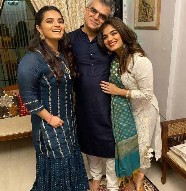 Atul Khatri with his daughters (Diya on the left and Mishti on the right