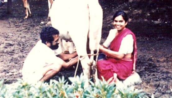 Dr. Smita Kolhe and Dr. Ravindra Kolhe working in the village
