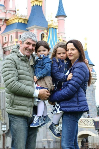 Federica Cappelletti with Paolo Rossi and their daughters, Maria and Sofia at Disneyland
