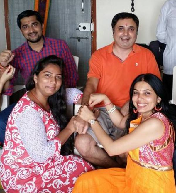 Jay Upadhyay with his sisters (Mona on the right and Falguni on the left)