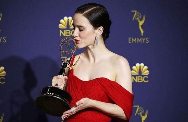 Rachel Brosnahan with her Emmy Award