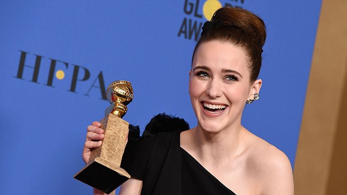 Rachel Brosnahan with her Golden Globes Award
