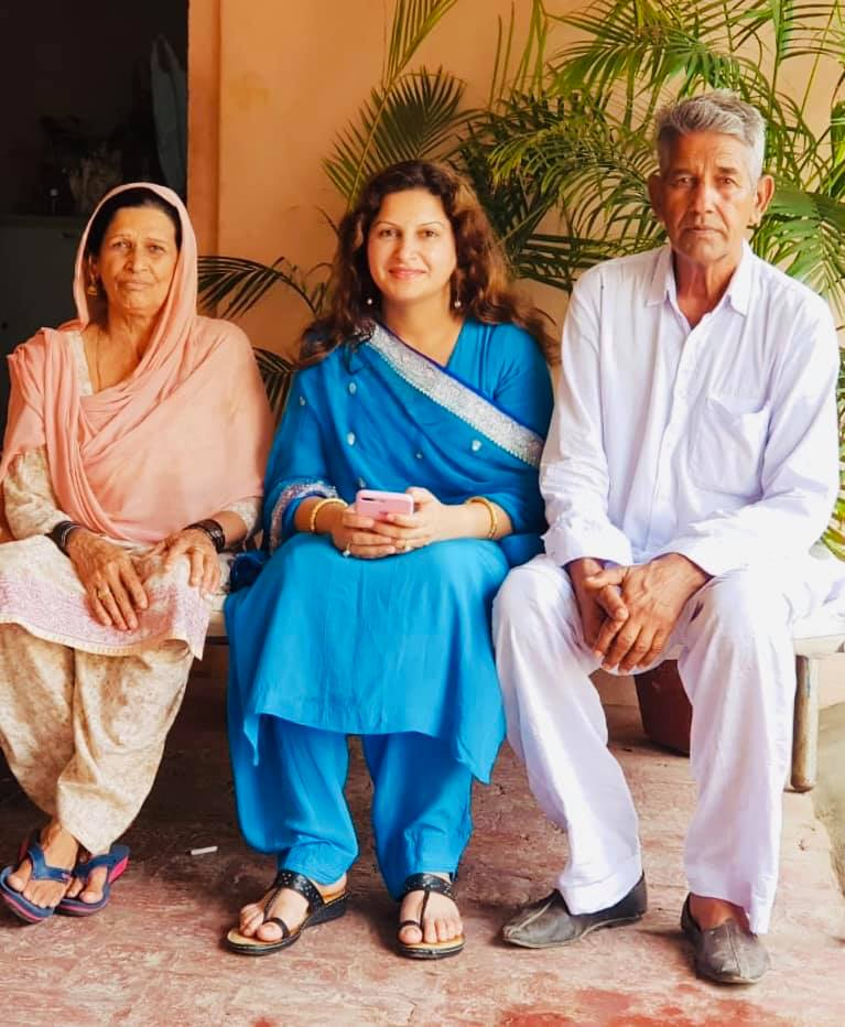 Sonali Phogat with her parents