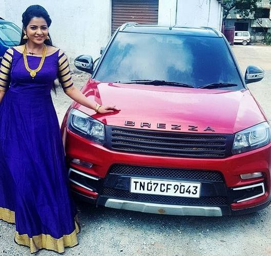VJ Chitra with her Car