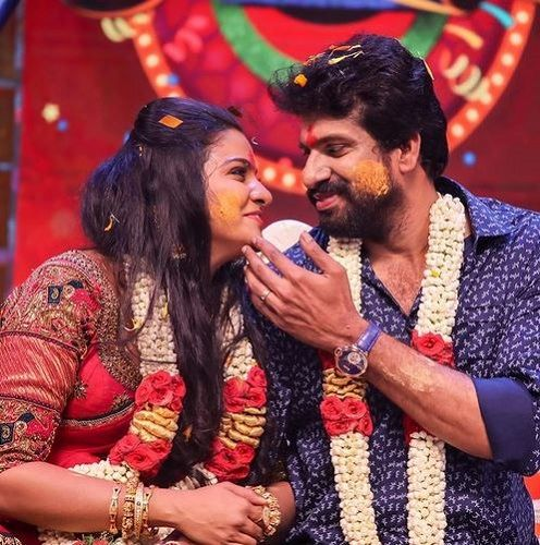 VJ Chitra with her Fiance