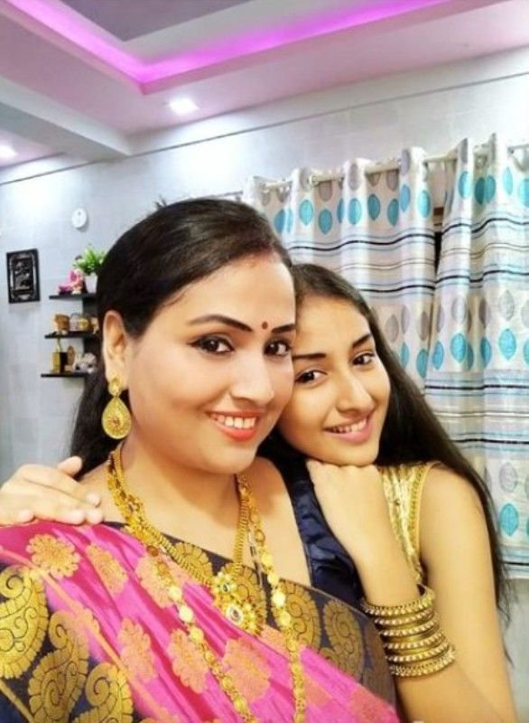 Anchal Sahu with her mother
