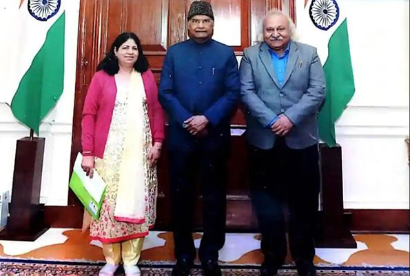 Anoop Khanna and his wife with President Ram Nath Kovind