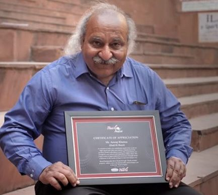 Anoop Khanna with his Certificate of Appreciation by Rajnigandha Silver Pearls