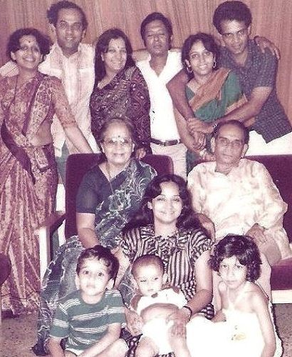 Bharati Achrekar's old picture with her family