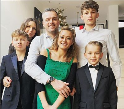 Ella Purnell with her father, stepmother, and half-brothers