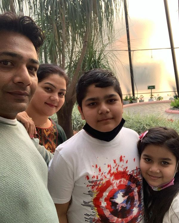 Hemant Kher with his kids
