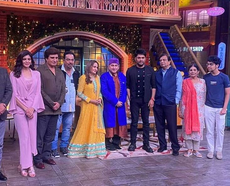 Pappu Khanna on the sets of The Kapil Sharma Show with the cast of the film Bhoot Uncle Tussi Great Ho
