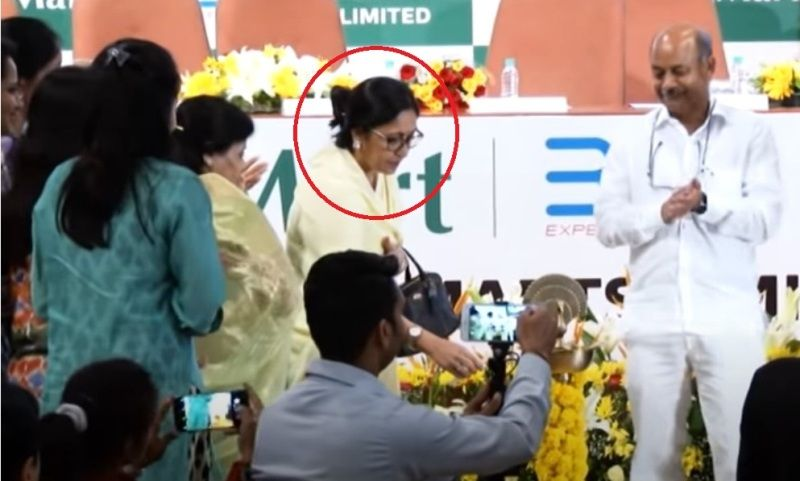 Radhakishan Damani's wife at the listing ceremony of Avenue Supermarts Limited (D-Mart)