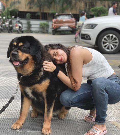 Riya Kishanchandani with her pet dog