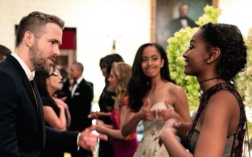 Sasha Obama talking to Ryan Reynolds with Malia Obama in the background