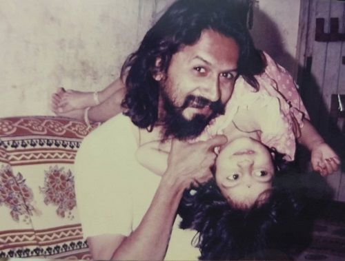 Sukhada Khandkekar's childhood picture with her father