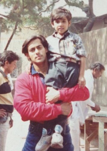 A childhood picture of Karan Khanna with Salman Khan