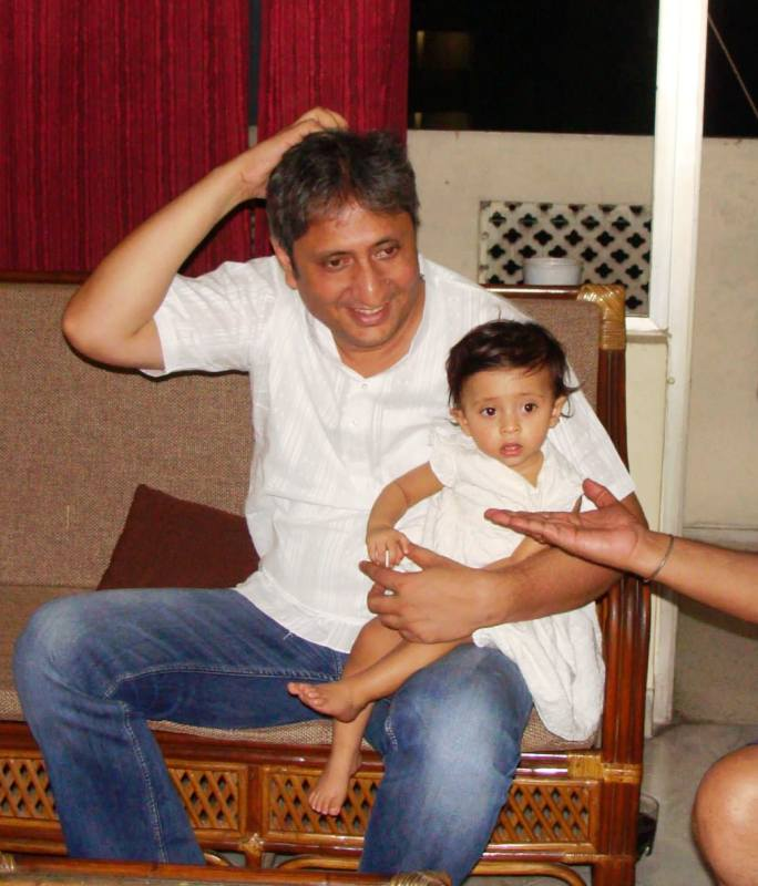 A picture from 2013 showing Nayana's husband Ravish Kumar with their younger daughter