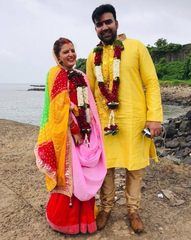 A picture of Nahar with his wife on the day of their marriage