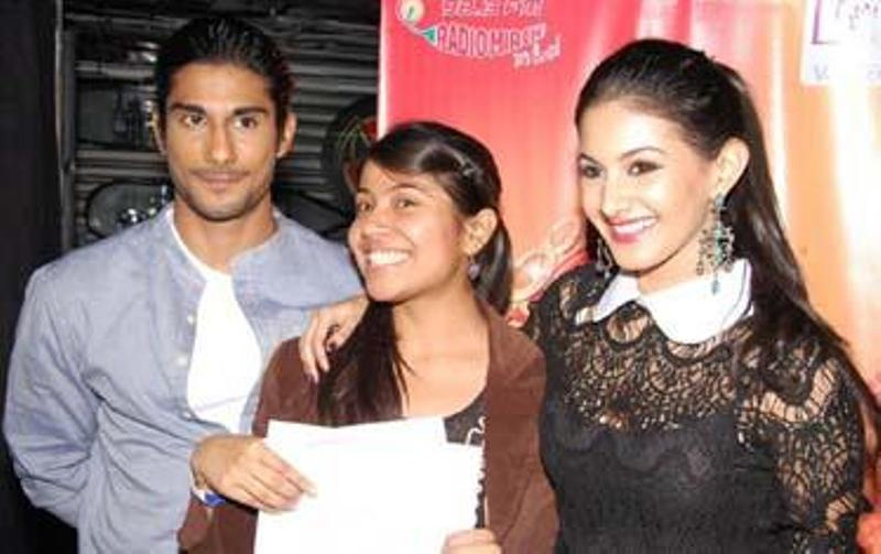 Akanksha Sharma winning the RJ hunt by Radio Mirchi