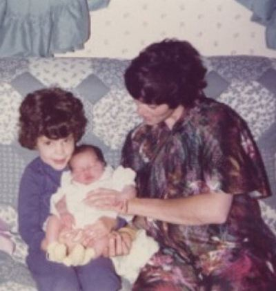 Childhood picture of Courtney Henggeler with her sister and mother