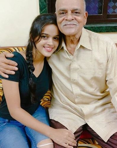 Chinmayee Salvi with her grandfather