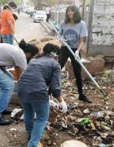 Disha Ravi lending a hand in cleaning garbage in her city