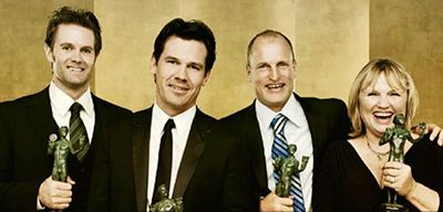 Garret Dillahunt holding his Screen Actors Guild Awards with his fellow cast members