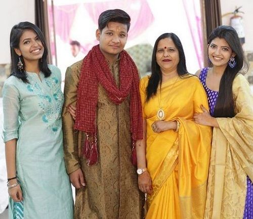 Gouri Agarwal with her family
