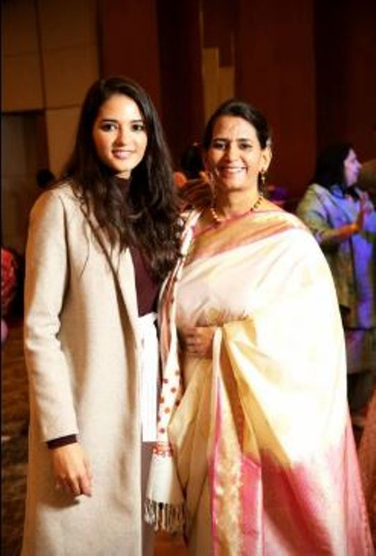 Manika Sheokand with her mother