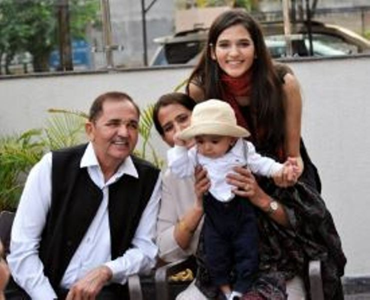 Manika Sheokand with her parents and nephew