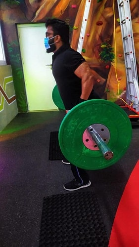 Manikuttan working out in the gym