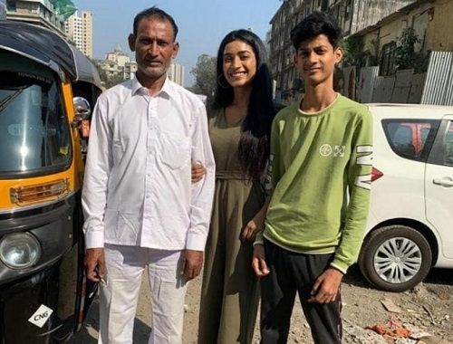 Manya Singh with her father and brother
