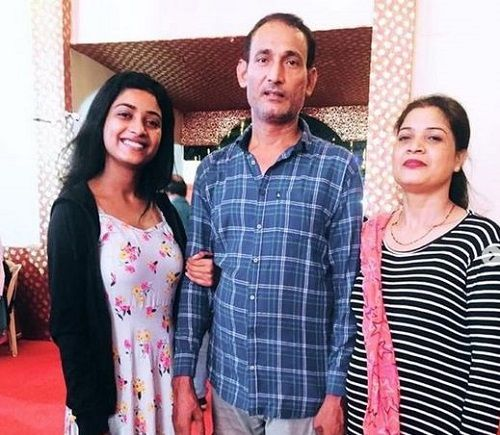 Manya Singh with her parents
