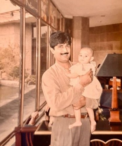 Radhika Seth's childhood picture with her father