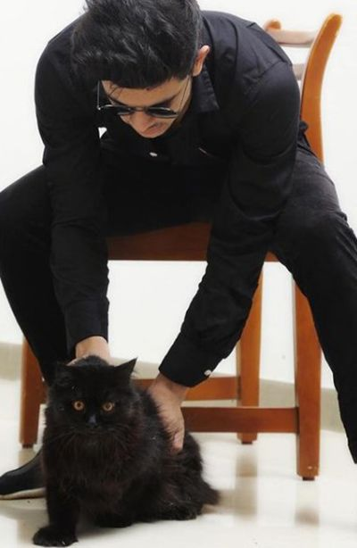 Ramzan Mohammed with a cat