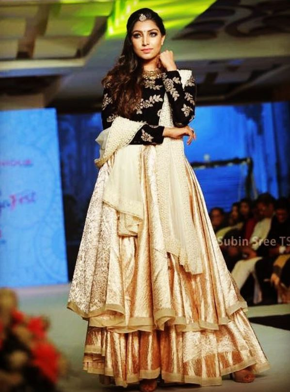 Rithu Manthra walking the ramp at International Fashion Fest